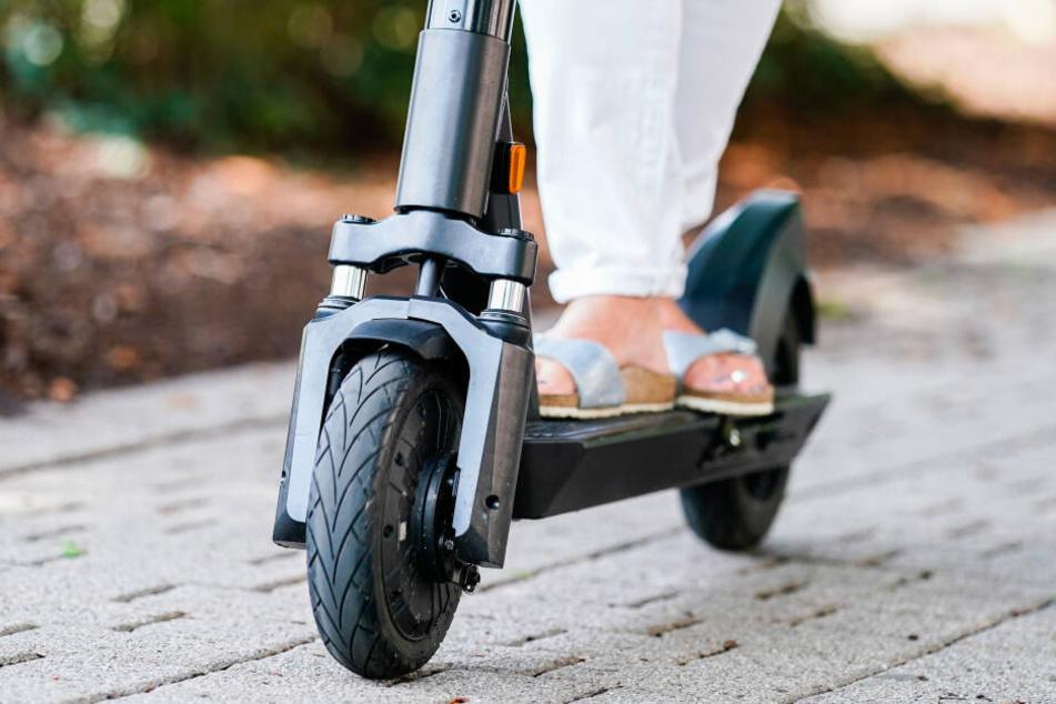 Wer betrunken auf dem E-Scooter erwischt wird, kann seinen Führerschein verlieren. (Symbolbild)
