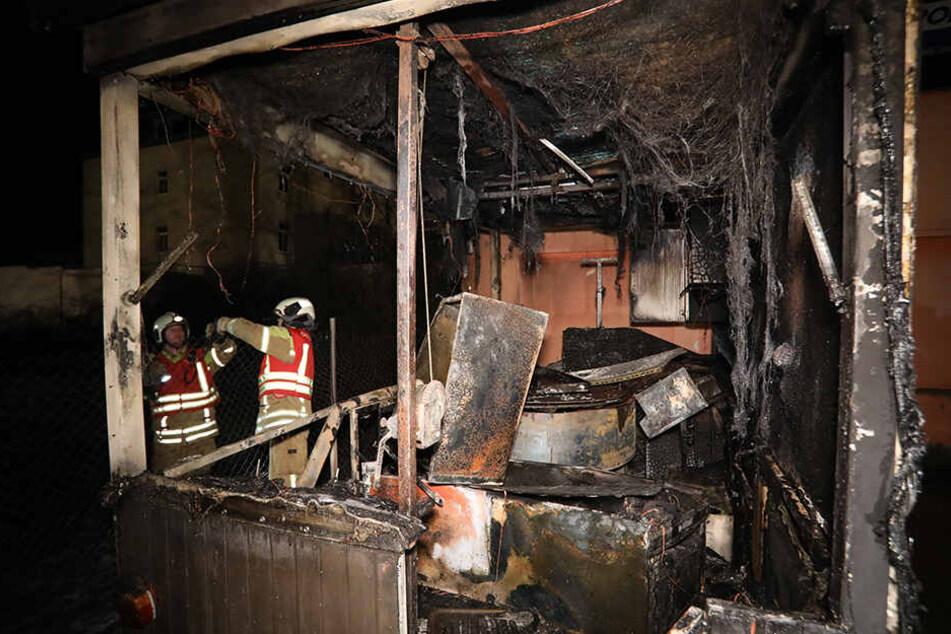 Imbisswagen geht in Flammen auf: Polizei vermutet Brandstiftung