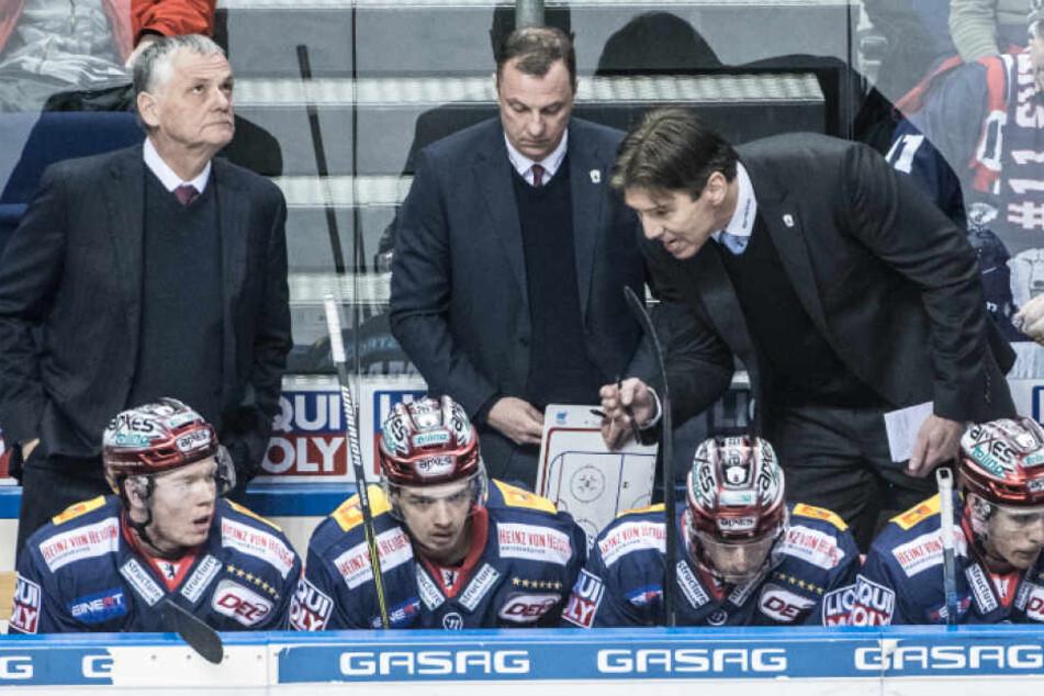 Clement Jodoin (66, li.) übernimmt hinter der Eisbären-Bande das Traineramt von Uwe Krupp (52, re.).