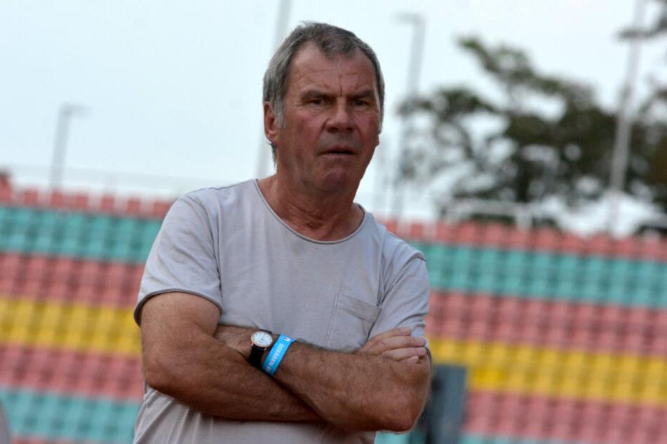 VfB-Manager Volkhardt Kramer hat schon lange nach einer LED-Wand für das Auerbacher Stadion gesucht.