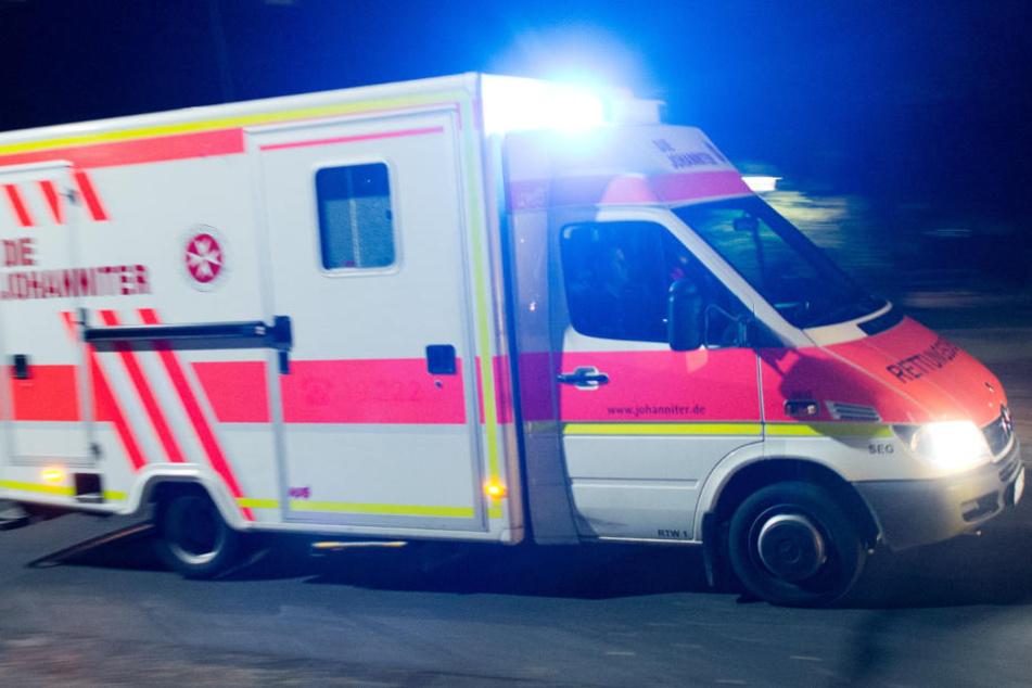 Die Frau starb noch an der Unfallstelle, der Rettungsdienst konnte nichts mehr für sie machen (Symbolfoto).