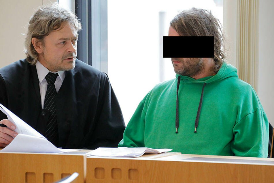 In dem Prozess am Montag am Amtsgericht Chemnitz stimmte die Kammer einem Antrag der Verteidigung zu, ein Gutachten zur Schuldfähigkeit des Angeklagten einzuholen.