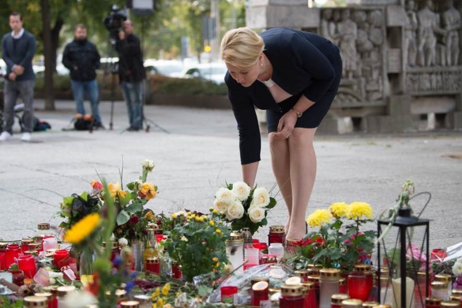 Familienministerin Giffey legt Blumen für toten Chemnitzer nieder