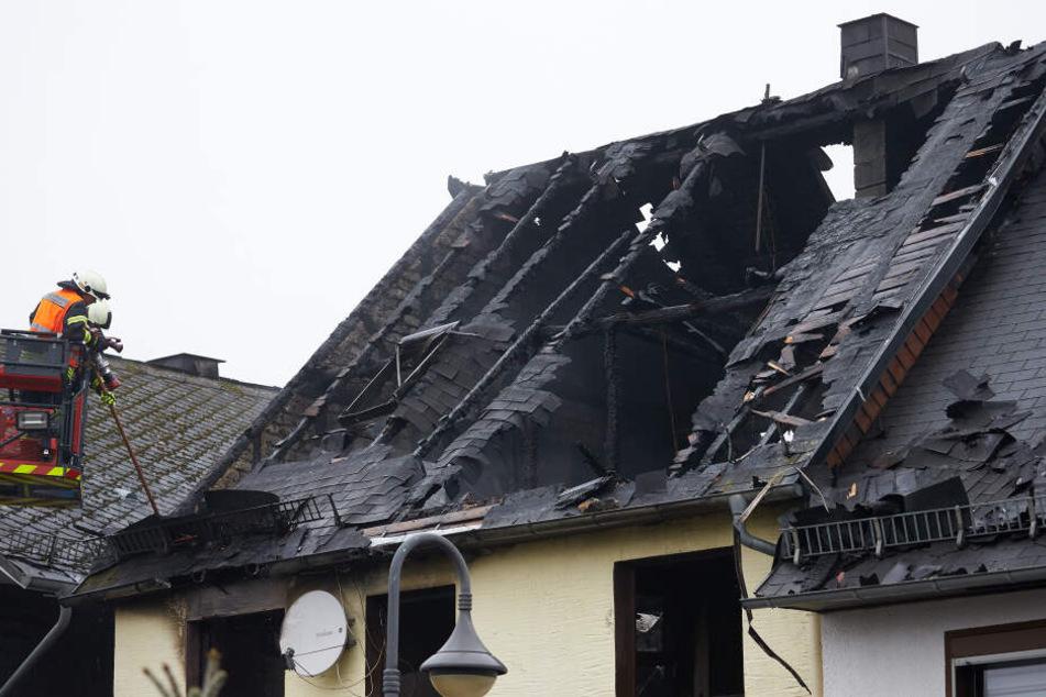 Dramatischer Wohnhaus-Brand in Calden: Bewohner stirbt in den Flammen