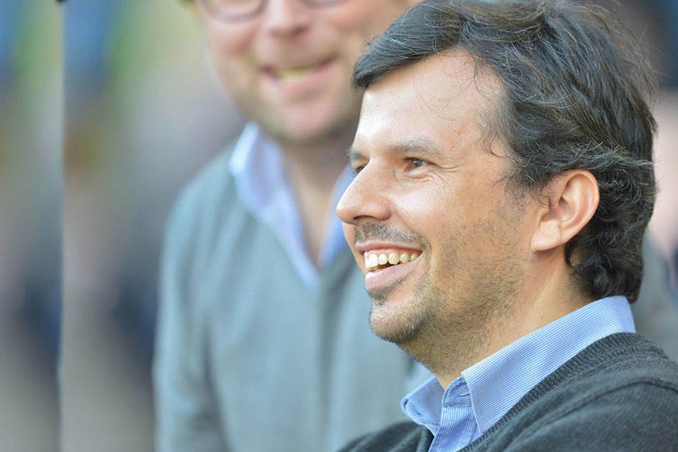 Samir Arabi (38) hat momentan allen Grund zum Lachen: DSC-Präsident Hans-Jürgen Laufer stärkt ihm den Rücken.