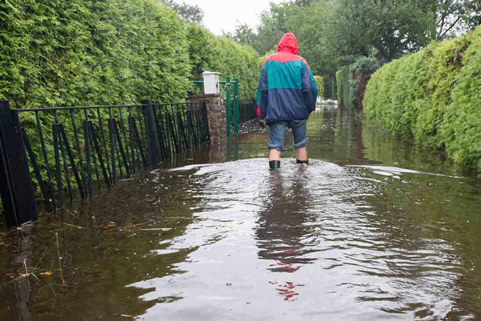 Überflutete Wege, aber keine größeren Unglücke, so lautet die Bilanz in Nordhessen (Symbolbild).