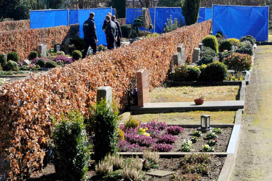 26 Gräber wurden von Unbekannten verwüstet. (Symbolbild)