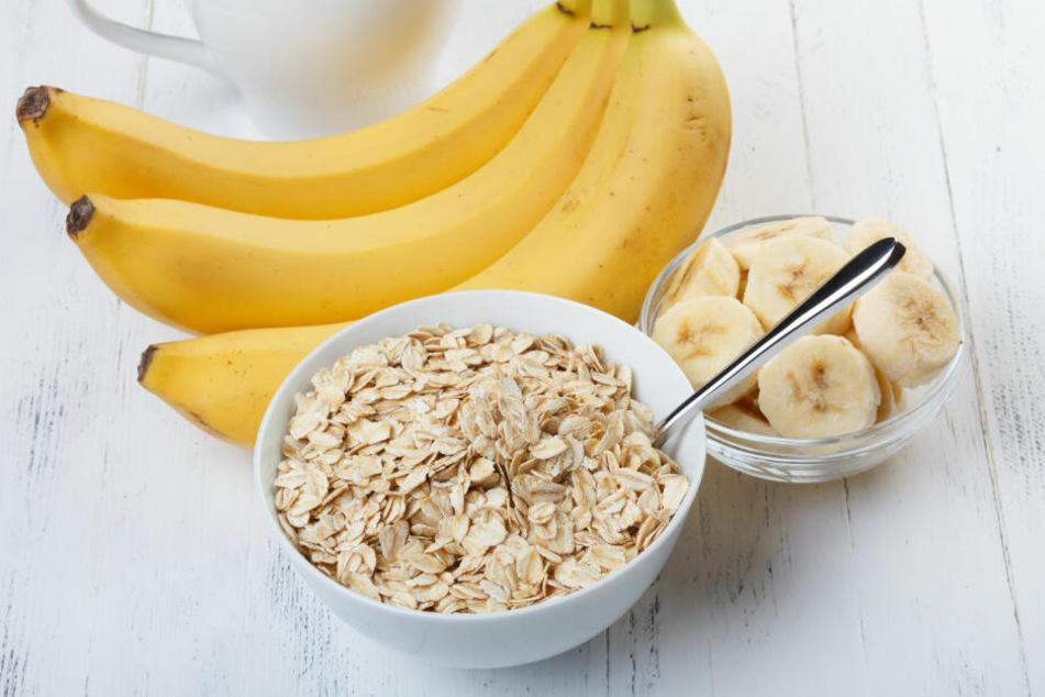 Bananen und Haferflocken sollen Sodbrennen lindern.