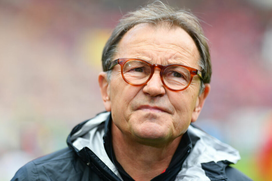 St. Paulis Technischer Direktor Ewald Lienen kann die Aufregung in der Thematik nicht verstehen.