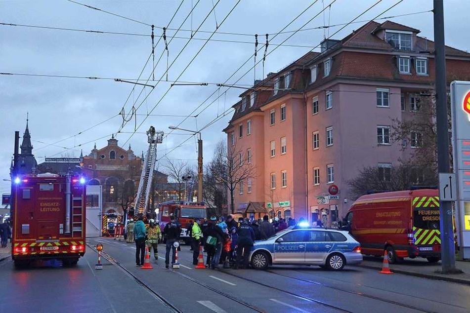 Während der Löscharbeiten musste die Leipziger Straße gesperrt bleiben.