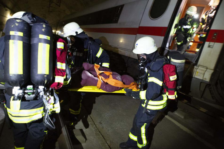 Brennender ICE steckt in Tunnel fest: Hier sieht die Feuerwehr Verbesserungsbedarf