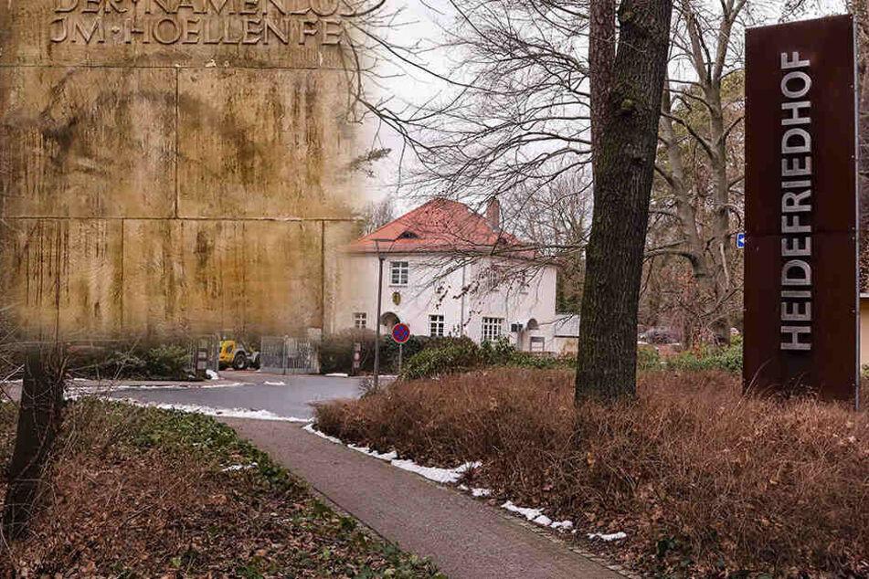 """Die Täter schmierten den Schriftzug """"Täterinnen"""" mit schwarzer Farbe auf Denkmale."""
