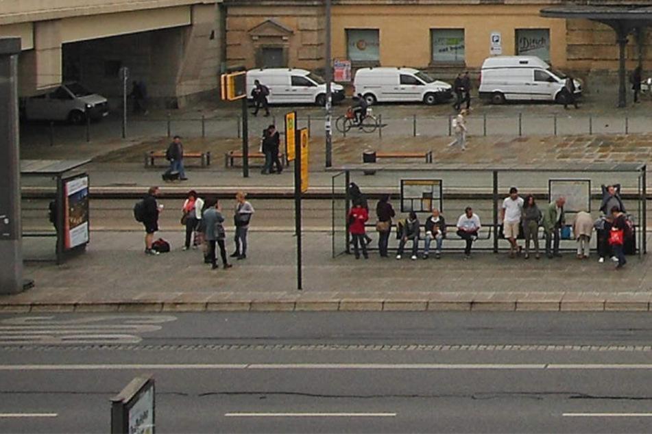 Eine Frau hat in einem Bus der Linie 360 drei anderen Frauen geschlagen. Die Geschädigten stiegen am Dresdner Hauptbahnhof aus.