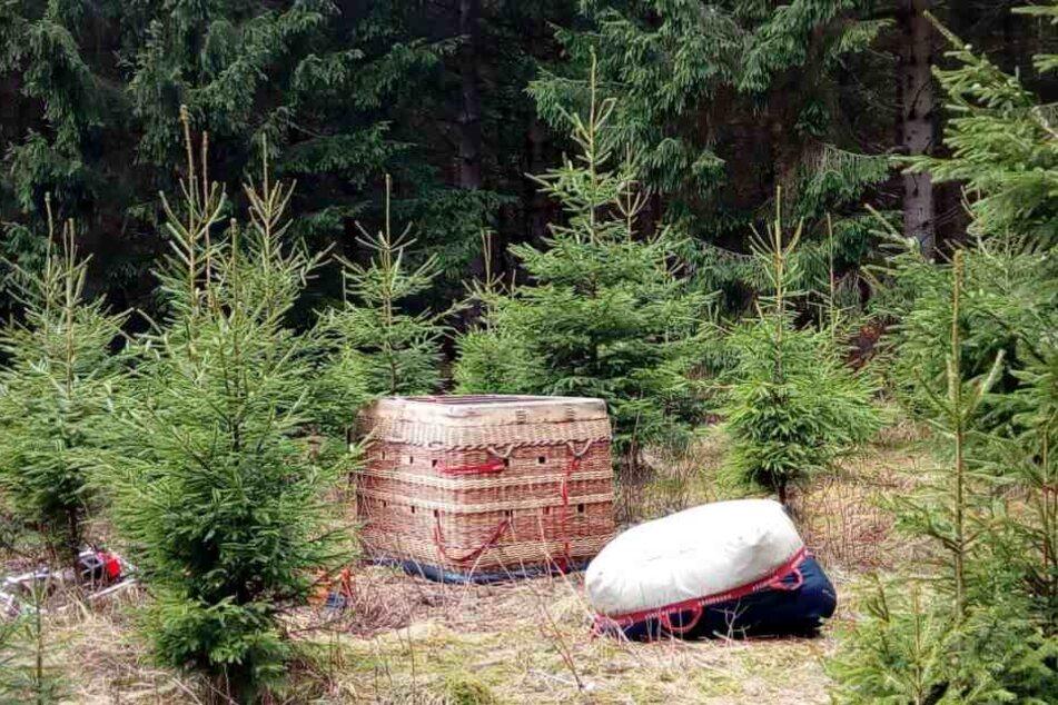 Der augenscheinlich unbeschädigte Ballon samt Zubehör wurde am Dienstag in einem Wald bei Elend im Oberharz gefunden.