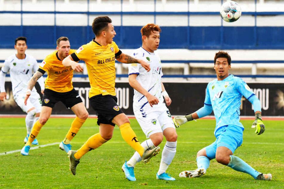 Baris Atik (M.) erzielte das 2:0 für Dynamo Dresden.