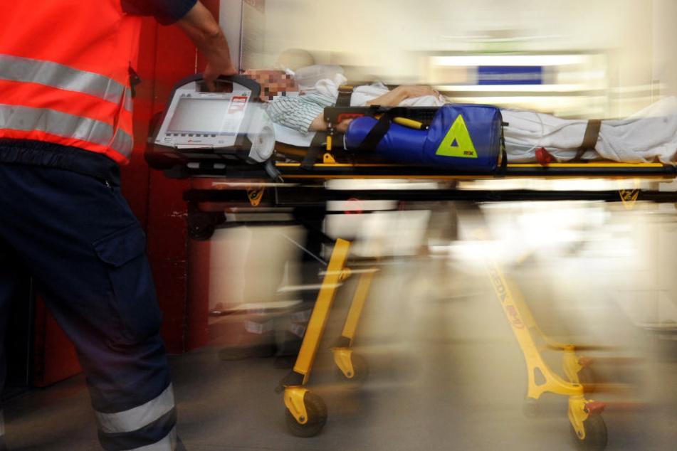Extrem brutale Attacke: Messer mit voller Wucht in den Rachen gestoßen