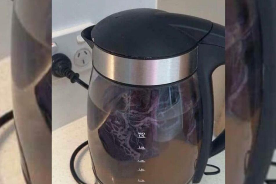 Hier kocht der Slip der Twitter-Nutzerin in einem Hotel-Wasserkocher.