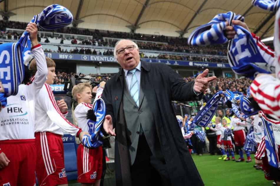 Zu seinem 80. Geburtstag standen Einlaufkinder Uwe Seeler Spalier.