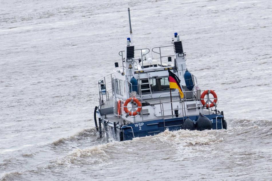 Polizei und Feuerwehr bargen die beiden Leichen aus dem Rhein (Symbolbild).