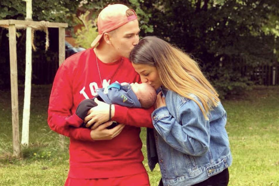 Statt sich über ihre verbliebenen Schwangerschaftspfunde zu ärgern, genießt Jenefer Riili (27) lieber die Zeit mit ihrem Matthias Höhn (22) und Baby Milan.