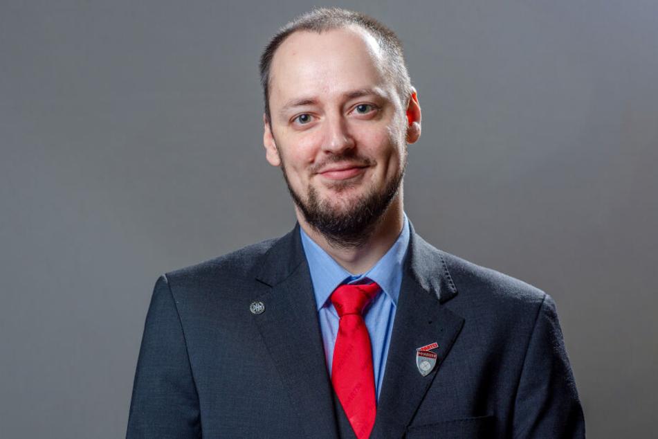 Stadtrat Sebastian Cedel (36, Die Partei) setzt sich für den Nazinotstand-Antrag 'Chemnitz du hast Rechte' ein.