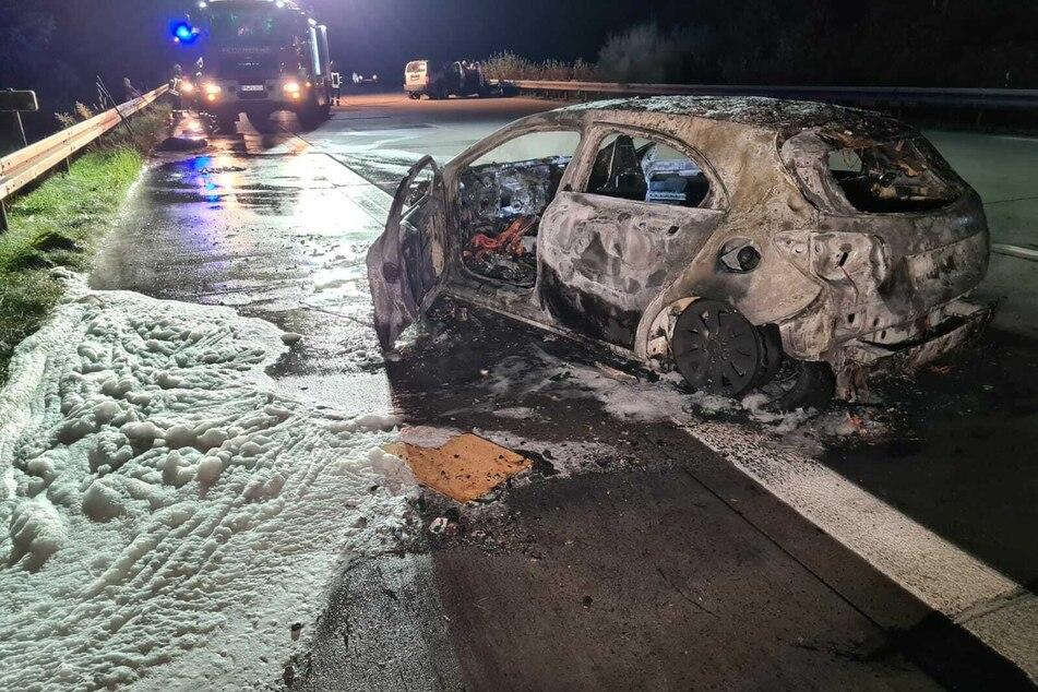 Ein Auto krachte in den SUV und ging sofort in Flammen auf.