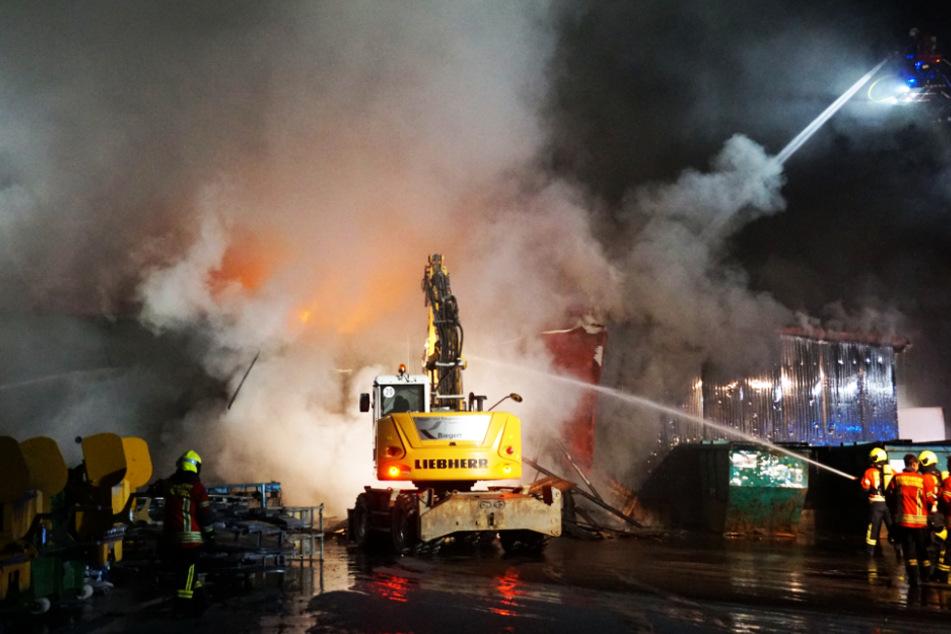 Die Feuerwehr war mit über 100 Mann im Einsatz.