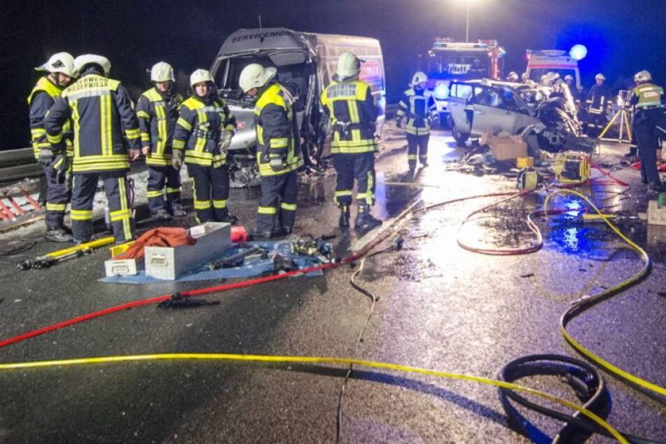 Opel-Fahrer stirbt nach Frontal-Crash mit Transporter