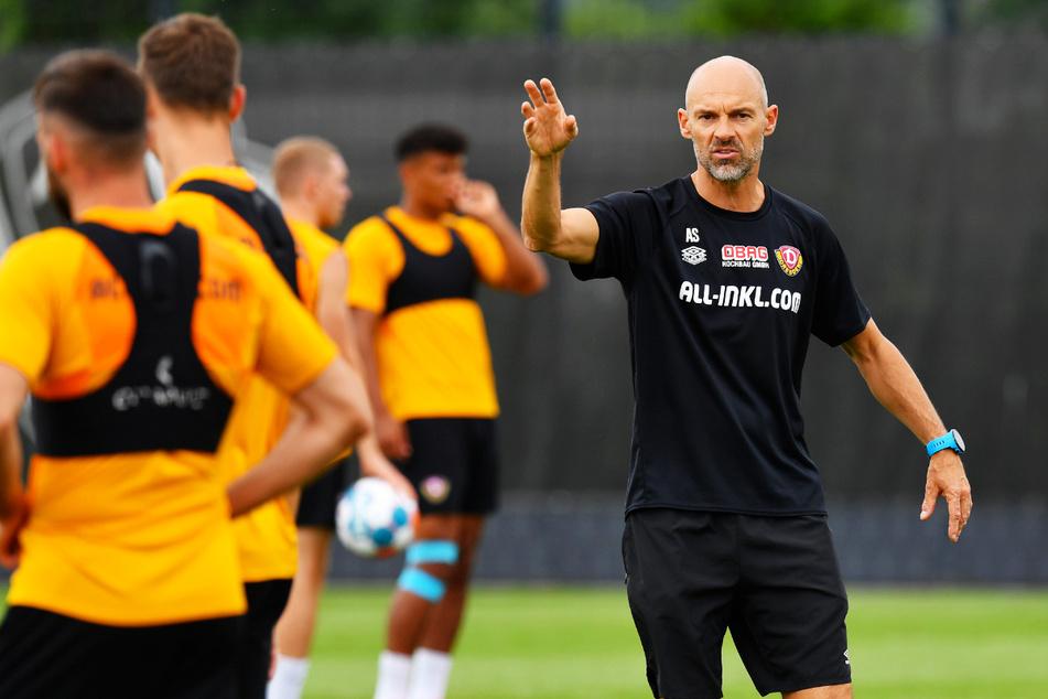 Coach Alexander Schmidt (52, r.) und Dynamo Dresden reisen mit Rückenwind zum HSV.