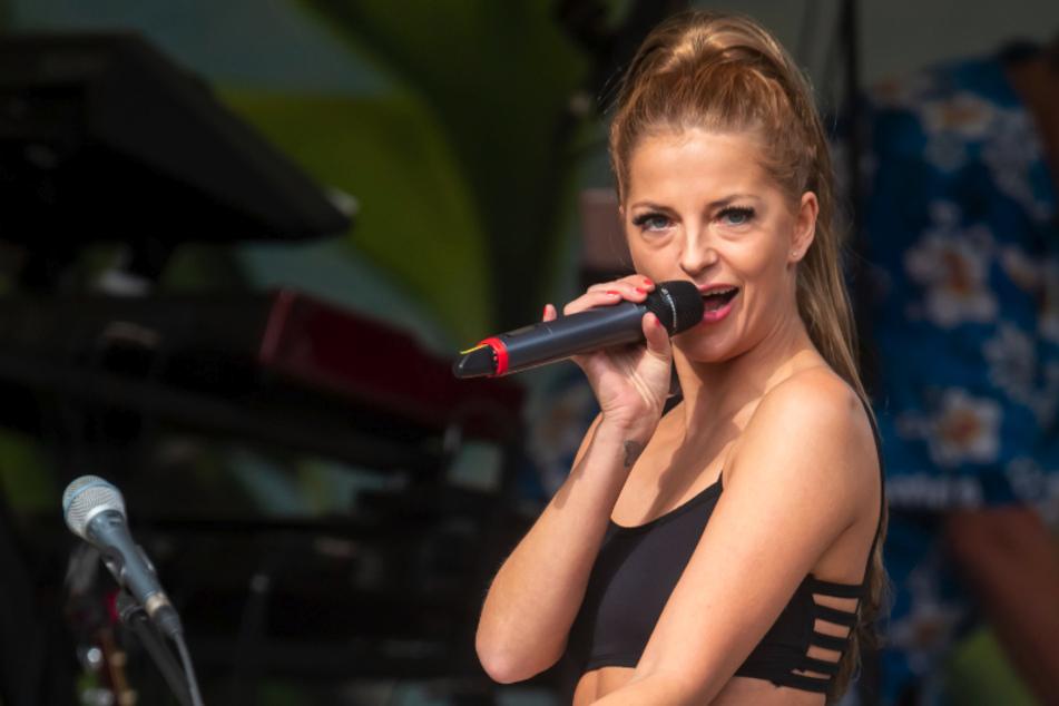 Hoher Besuch aus dem Hause Wettin: Xenia Prinzessin von Sachsen (34) sang Pop-Songs im Stadtpark Reichenbach.