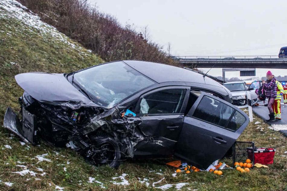 Insgesamt fünf Fahrzeuge waren bei dem Crash beteiligt.