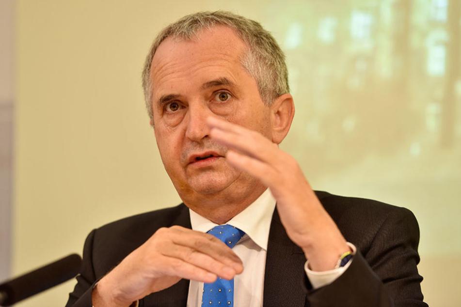 """Verlängerte die Bewerbungsfrist für """"Unser  Dorf hat Zukunft"""" : Thomas Schmidt (56,  CDU)."""
