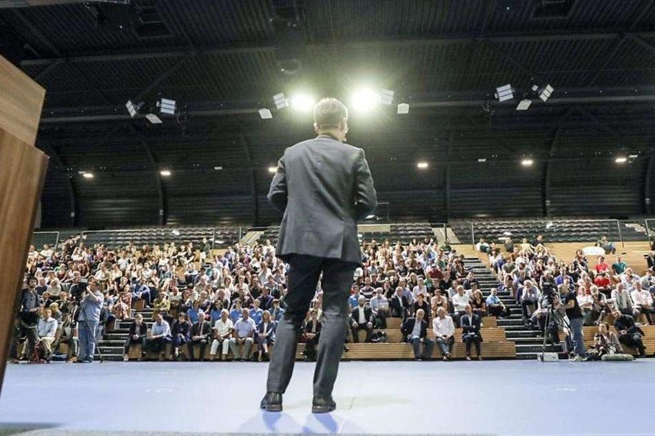 Der Blick auf den Vortragenden und die Zuschauer.