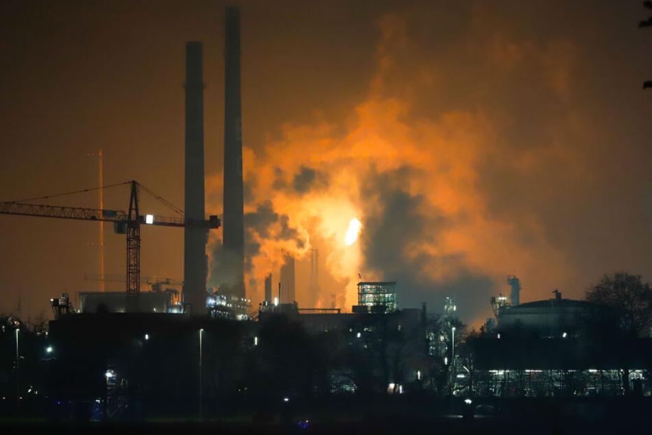 Knapp zwei Stunden lang sorgte die Verbrennung von Gas für eine kilometerweit sichtbare Flamme.