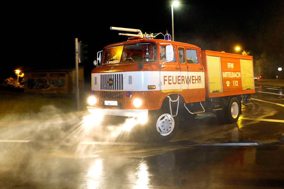 Die Mittelbacher Feuerwehr kühlte den Südring mit einem W-50-Löschwagen (Baujahr 1989).