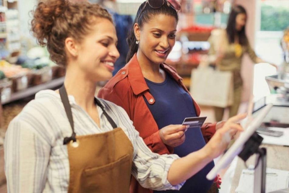 Verkäuferin - ein klassischer Frauenberuf, dessen Lohnniveau eher am unteren Ende rangiert.