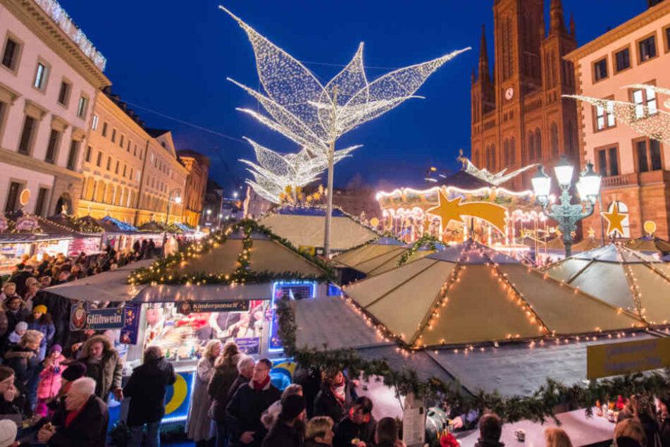 Senior attackiert Besucher auf Weihnachtsmarkt: Baby verletzt