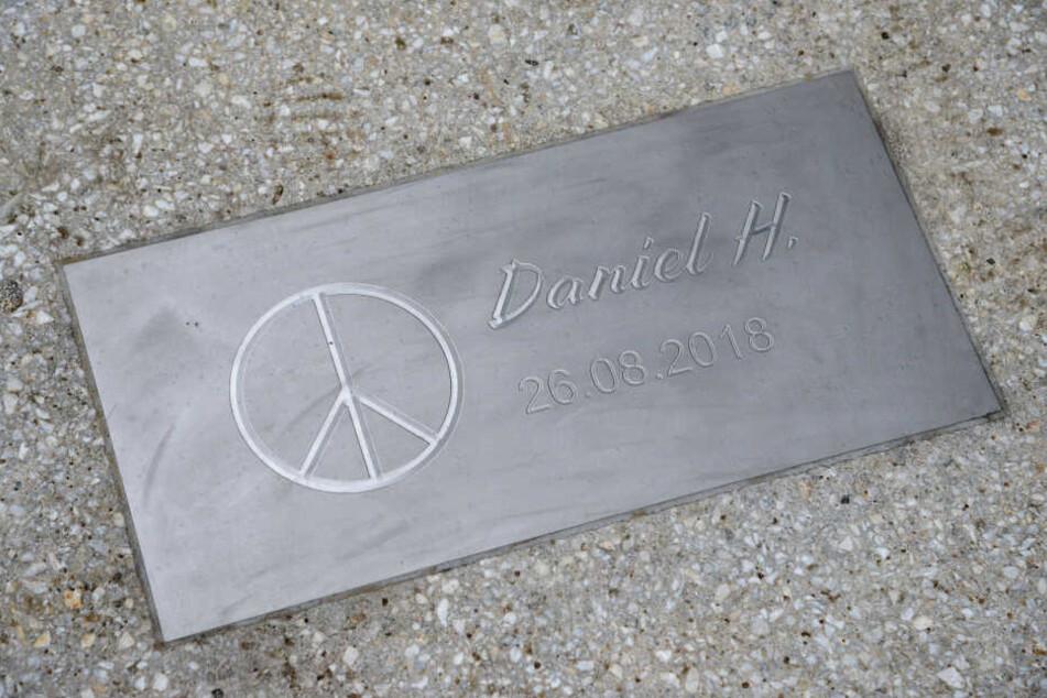 Eine Gedenkplatte erinnert an den gewaltsamen Tod von Daniel H.