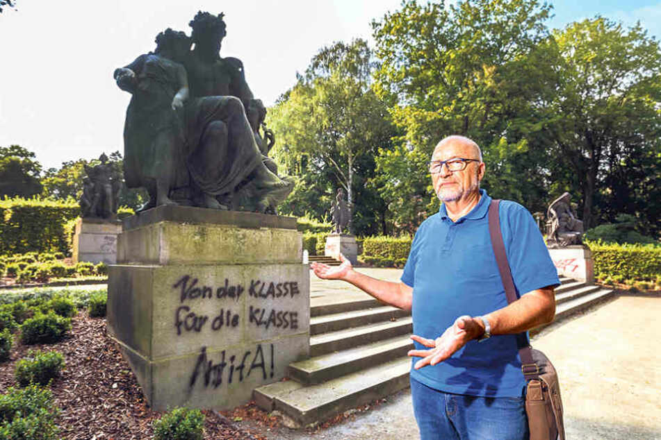 Trauerspiel Schillingsche Figuren: Gästeführer Udo Mayer (67) ist von der  Stadtverwaltung enttäuscht.