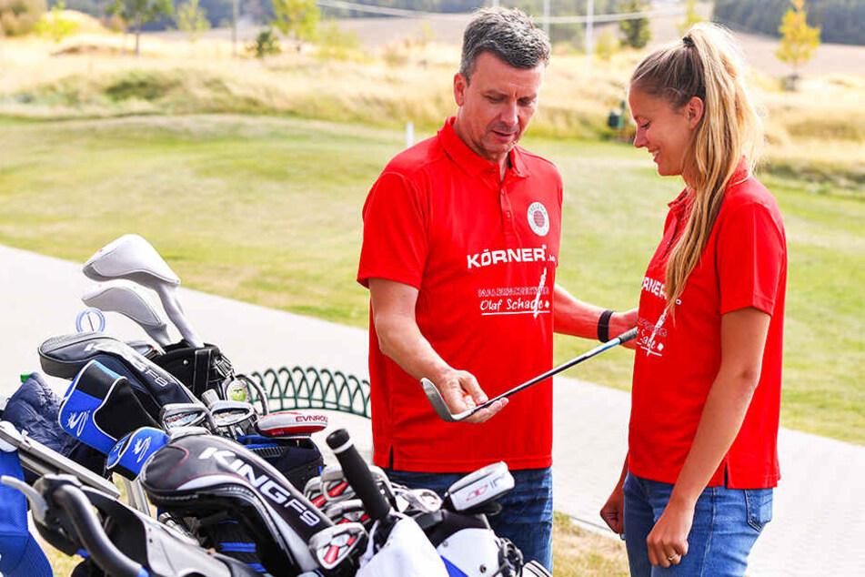 Da sind beide Amateure: Trainer Alex Waibl (l.) und Brie O'Reilly schnupperten am Freitag Golf-Luft. Die Kanadierin stellte sich aber gut an.