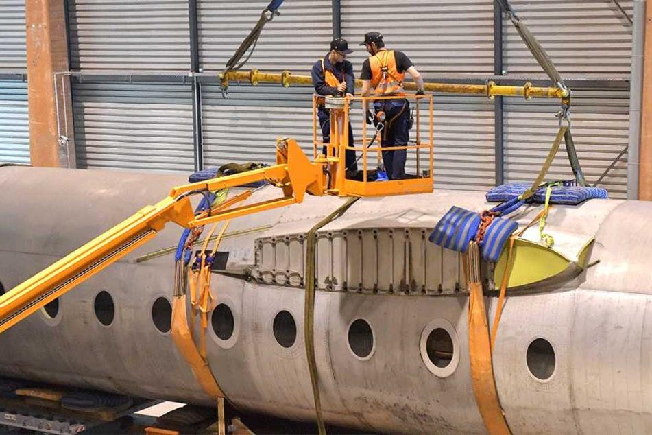 Der Transport war Teil einer Übung des Flughafen-Personals zur Bergung schwerer Technik.