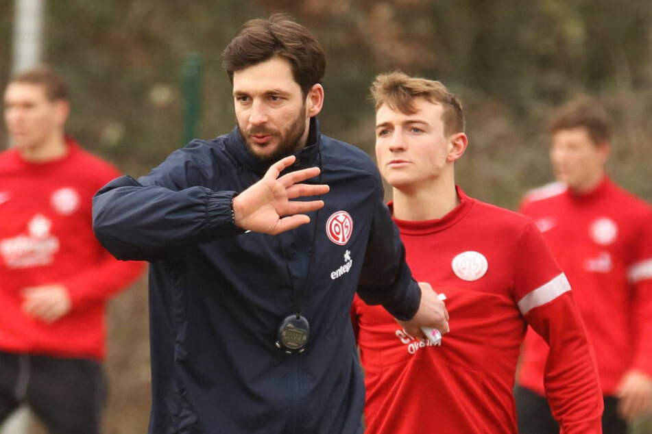 Daniel Bohl (r.) trainierte und spielte beim FSV Mainz 05 II. unter Trainer Sandro Schwarz, der im Mai 2017 zum Bundesliga-Coach befördert wurde und vor einer Woche seinen Hut nehmen musste.