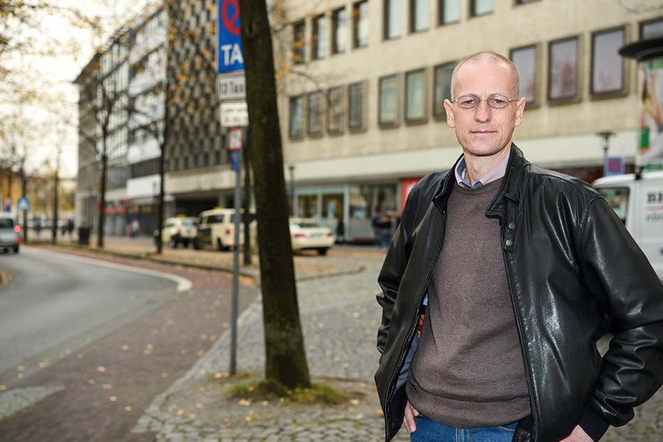 Christoph Kostka macht sich auf die Suche nach Zeugen, um den Vorfall aufzuarbeiten.