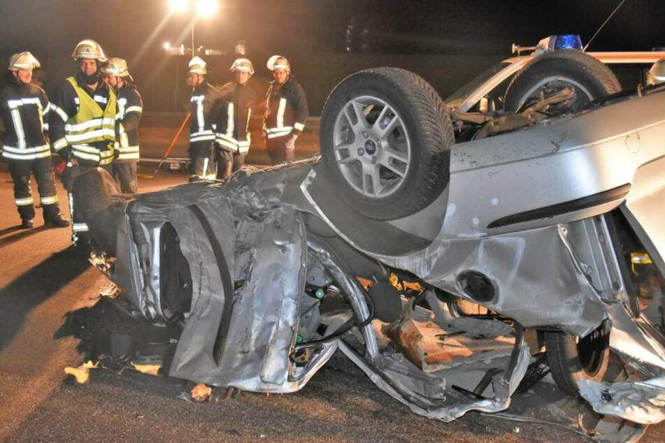 Das Wrack des Autos, in dem die 29-Jährige Fahrerin verstarb.