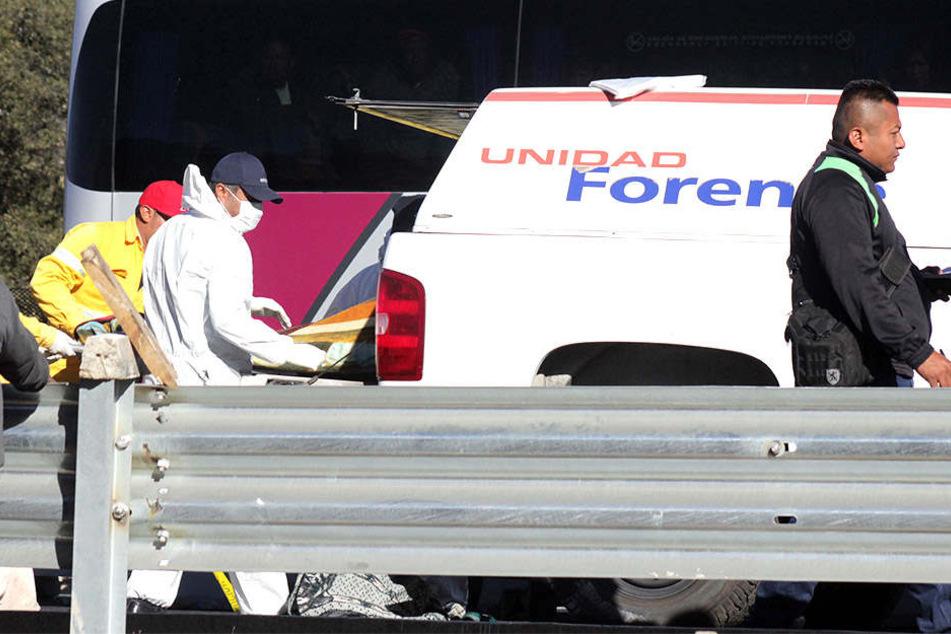 Zwei Fahrzeuge stießen bei einer Wallfahrt in Mexiko zusammen.