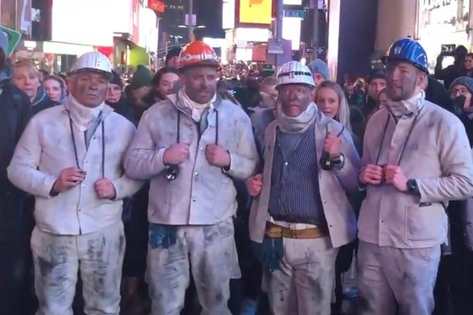 """Das Steigerlied am Times Square: Vorgetragen von den """"Grubenhelden""""."""