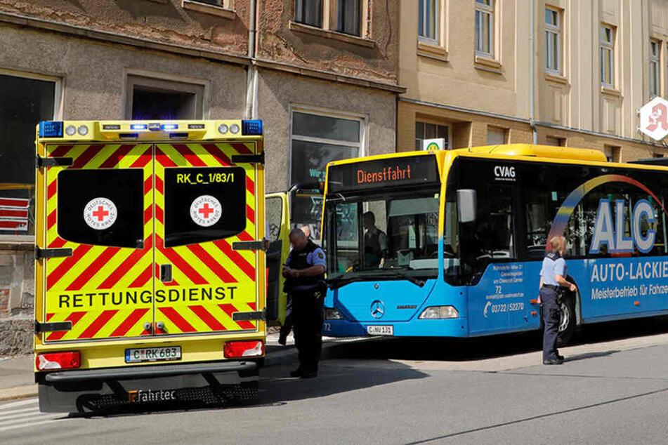 Der Bus musste auf der Frankenberger Straße eine Notbremsung hinlegen, dabei stürzte ein Kind.