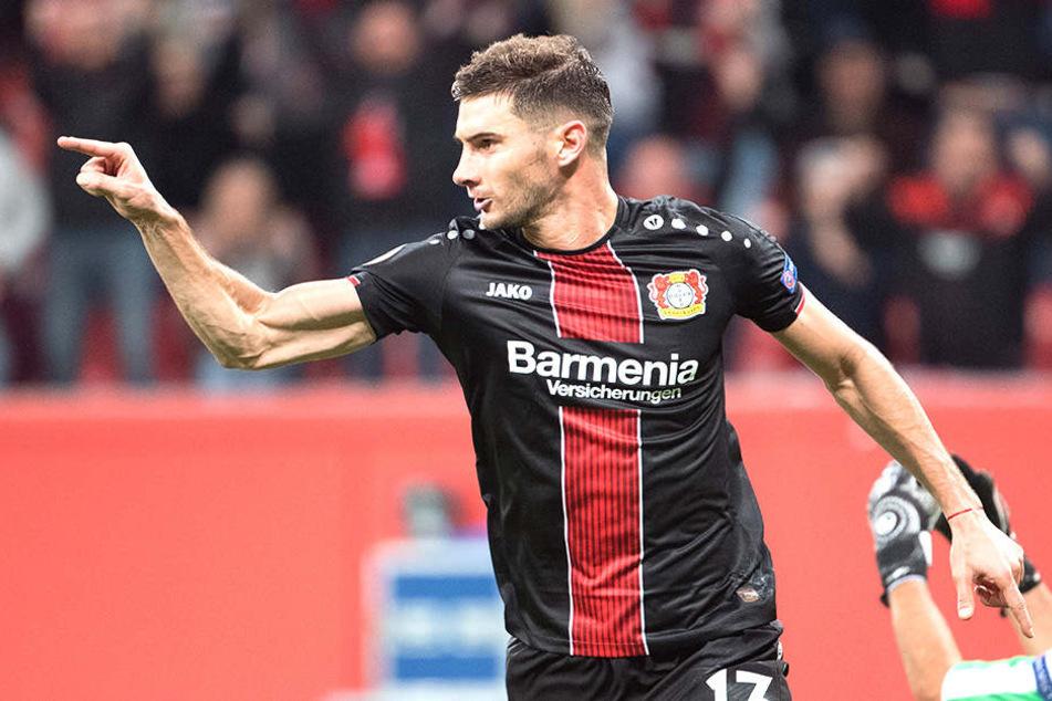 Fingerzeig! Lucas Alario gelang ein Doppelpack, mit dem Leverkusen die Tabellenführung gelang.