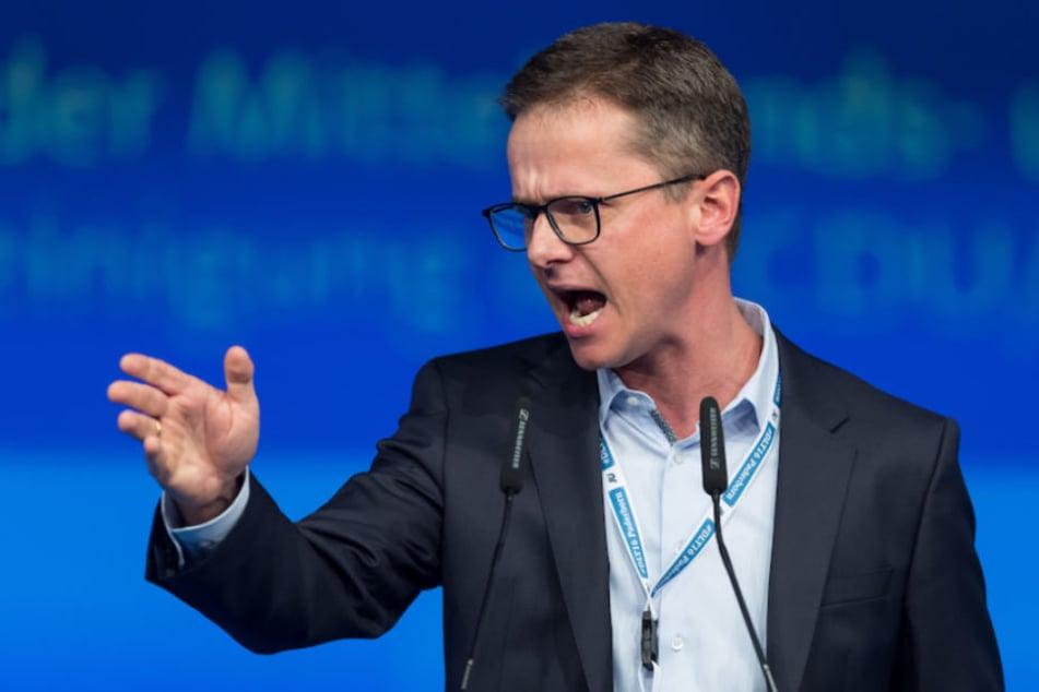 Unionsfraktionsvize Carsten Linnemann (40) will das Parlament verschmälern.