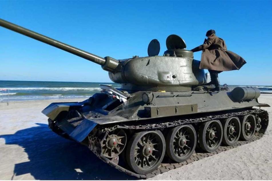 Ein sowjetischer T34 am Strand bei Kolberg.